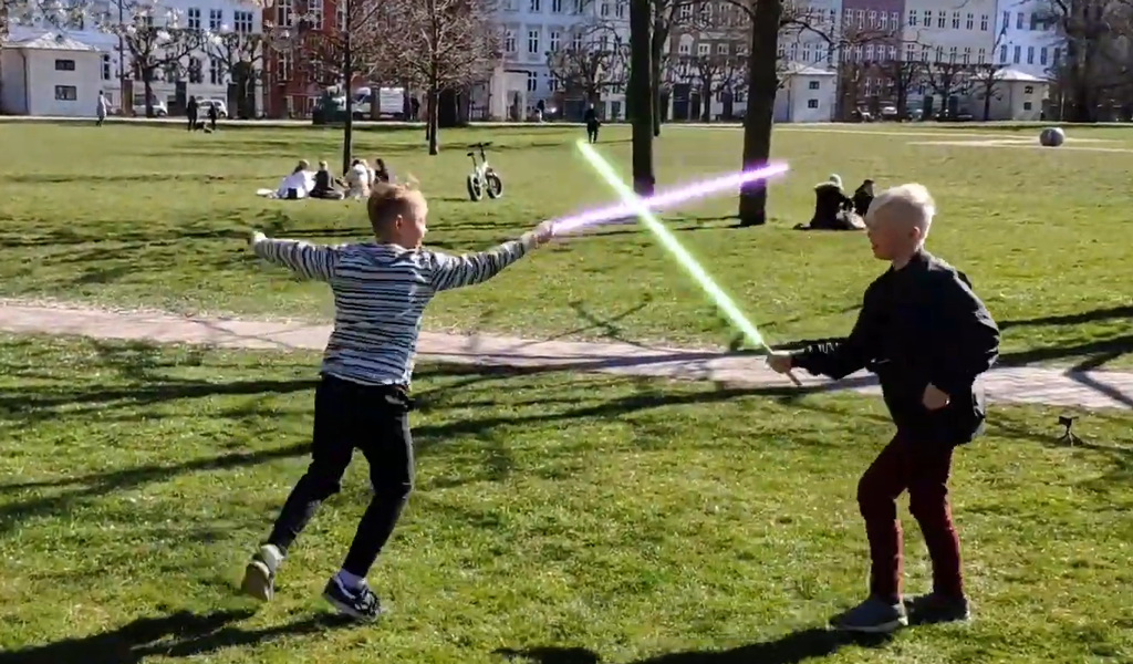 Lav lyssværd og special effects i din video